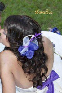 Tocado blanco y morado novia